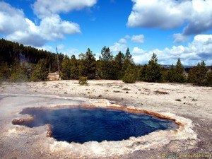 blue-pond-at-yellowstone-national-park-np
