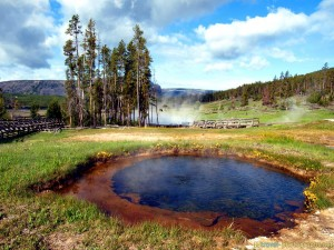 blue-pond-yellowstone-photos