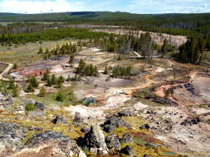 overview-over-colorful-yellowstone-photos